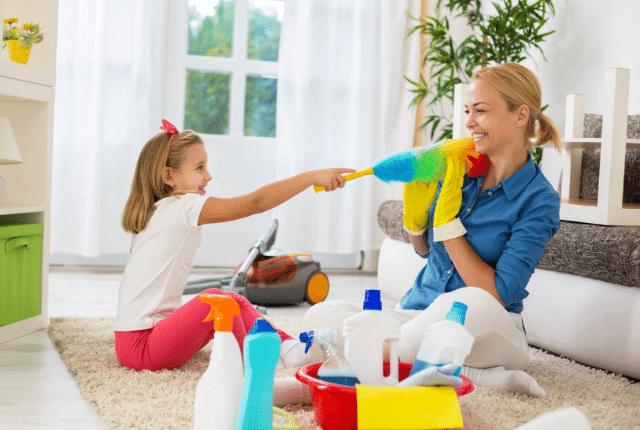ניקיון בית, משפחה, ציוד ניקיון, אמא ובת