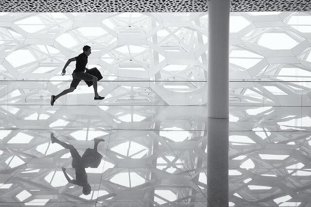 גבר רץ, רצפה מבריקה
