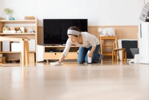 ניקוי בתים עם רצפת פרקט