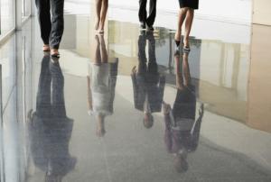 רצפת שיש מבריקה, עסקים ומשרדים, שקיפות אנשים